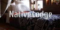 ネイティブロッジ。屋根裏部屋をグランピングのようなこだわりのインテリアに変える、ネイティブアメリカンのモチーフでカジュアルなテイストのおススメカーテンを寝室にも。