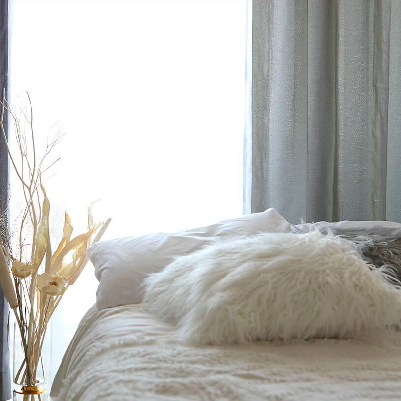太細のあるヨコ糸を使い素材感を出した軽やかなカーテン~ソワレ~ミストグレー