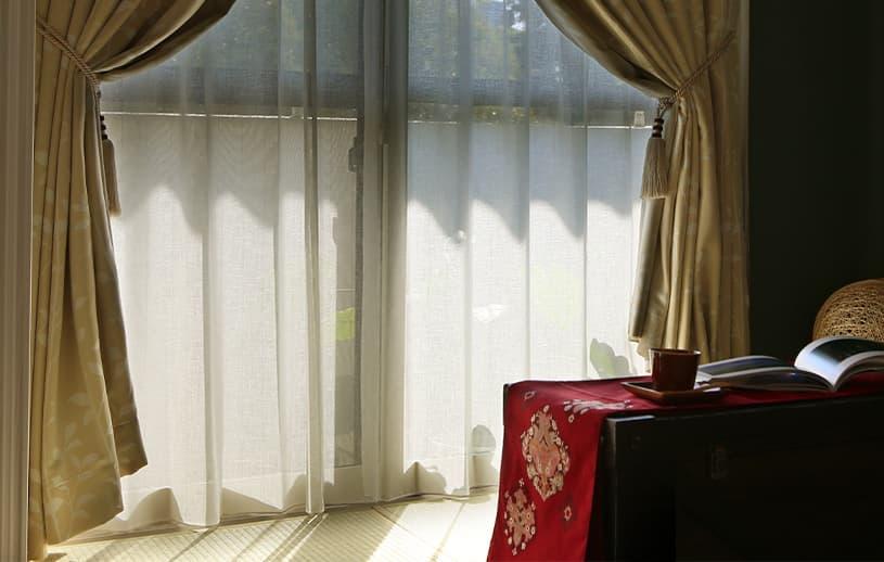 和室を楽しむ、ナチュラルなリネン調レースカーテン