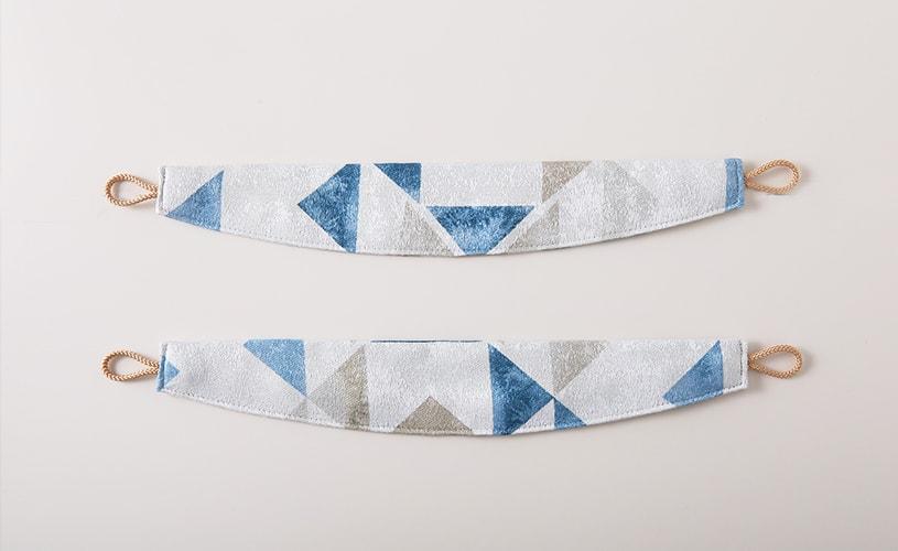 異国的な雰囲気のある幾何学模様トレンドカラーカーテン ~カプリ~ ブルー~
