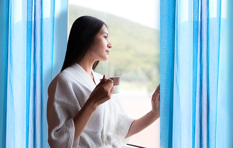 モダンインテリアを大人に仕上げる青の美しさ 〜ジーン〜