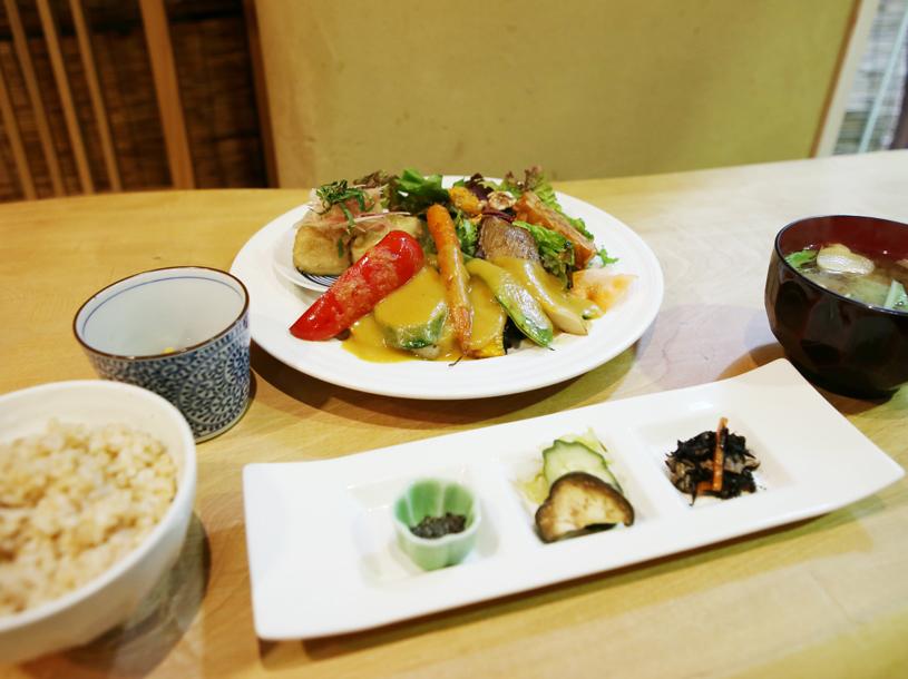 南青山の隠れ家レストラン<br />自然食で話題の〝たまな食堂″インタビュー!