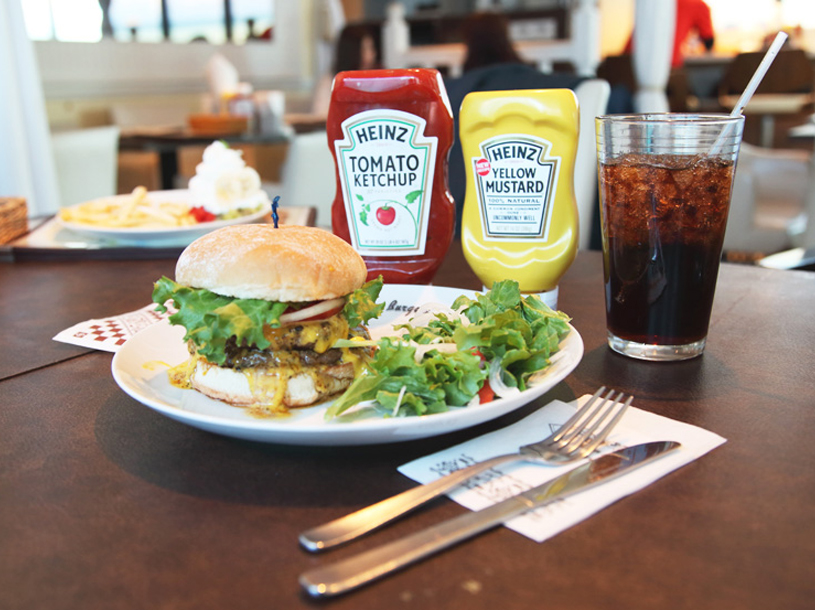 ハワイで大人気!15年連続NO.1バーガー賞受賞 『TEDDY'S Bigger Burgers』(テディーズビガーバーガー)