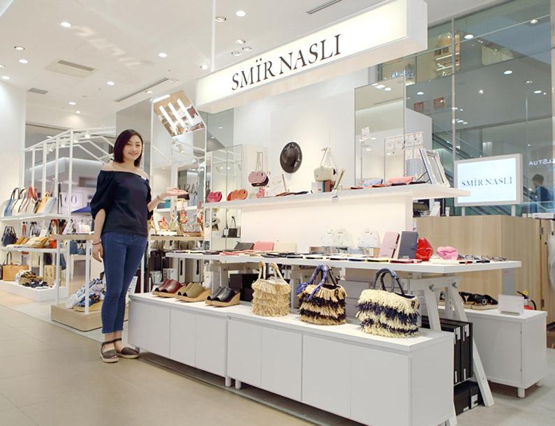 バッグを始めとする大人気の服飾雑貨ブランド「SMIR NASLI」</br>急成長を遂げた秘密を探ってきました!