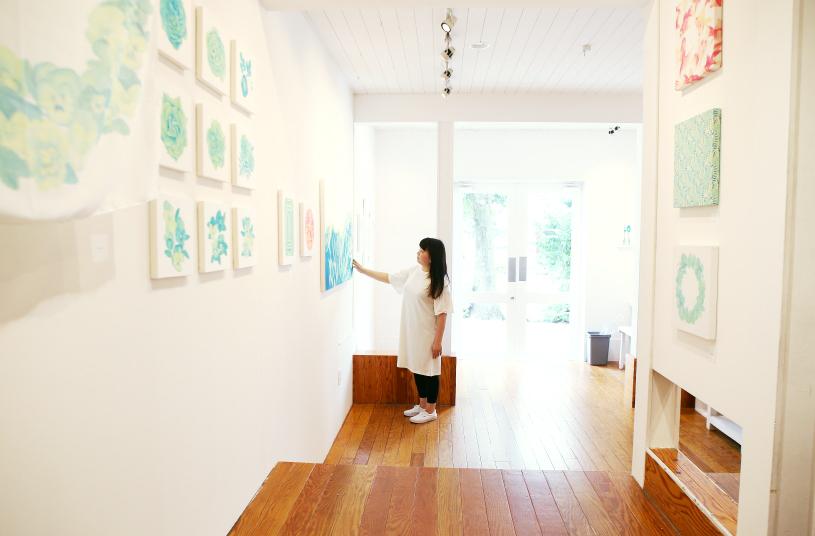 青山タンバリンギャラリーの個展「yötön yö(ユオトン ユオ)」 作者の「かわむらともみ」さんはなんと?!