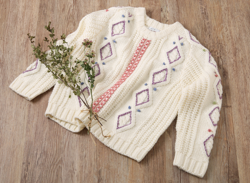 【ハンドメイド】無地セーターを個性的に変身させよう! <br>~ウール刺繍で簡単リメイク!~