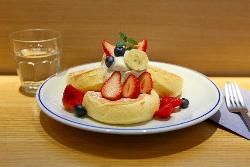 """【表参道】今話題の「奇跡のパンケーキ」とは?""""最高の一皿""""で大行列!「フリッパーズ(FLIPPER'S)」"""