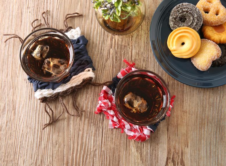 【ハンドメイド】手軽に織物!<br> ~段ボールと布で簡単!おしゃれ裂き織りコースターの作り方~