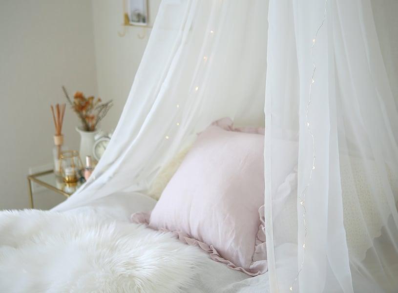 超簡単!裁縫いらず!レースカーテンで天蓋ベッドをDIY♪おしゃれでかわいいお部屋作り